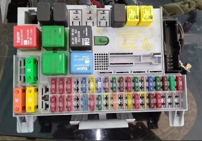 Diagrama de fusibles Chevrolet Astra 2004 - Opinautos on switch box, transformer box, case box, the last of us box, ground box, style box, clip box, breaker box, layout for hexagonal box, dark box, cover box, circuit box, junction box, power box, relay box, four box, meter box, tube box, watch dogs box, generator box,